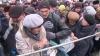 CEARTĂ şi ÎMBULZEALĂ! Cum şi-au luat enoriaşii agheasmă în scuarul Catedralei (VIDEO)