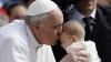 Papa Francisc a botezat 28 de copii, în timpul slujbei de la Capela Sixtină din Vatican