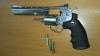 """Un revolver airsoft """"Dan Wesson"""", descoperit într-un colet la Poştă. Cui este destinată arma (FOTO)"""