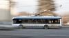 MARE ATENŢIE când urcaţi în troleibuzele din Capitală. Ce a păţit un tânăr (VIDEO)