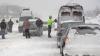 Vreme rea în România: Străzi închise, curse de tren anulate şi zeci de oameni blocaţi în nămeţi