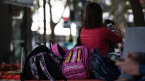 Elevii claselor gimnaziale nu vor mai achita chiria manualelor. REACŢIA părinţilor