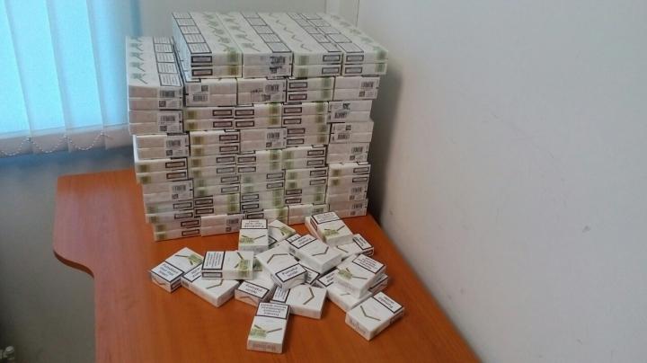 8.000 de țigarete nedeclarate, depistate în valiza unui cetățean britanic