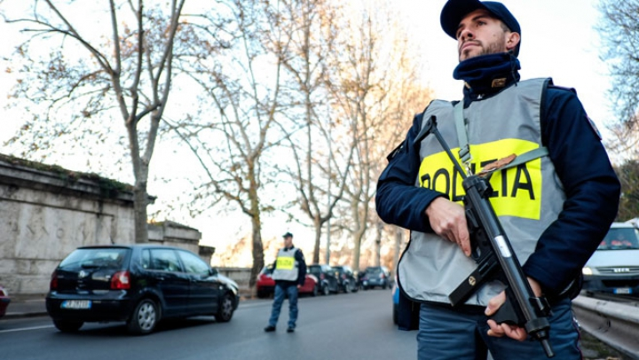 O bombă artizanală a explodat în centrul oraşului Florenţa. Un poliţist a fost rănit