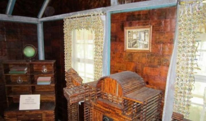 Casă construită numai din ziare. Cum arată cabana ridicată din 100.000 de cotidiane