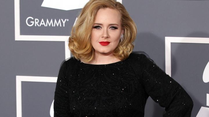 ŞOC! Un cântăreţ turc se declară TATĂL BIOLOGIC al interpretei Adele