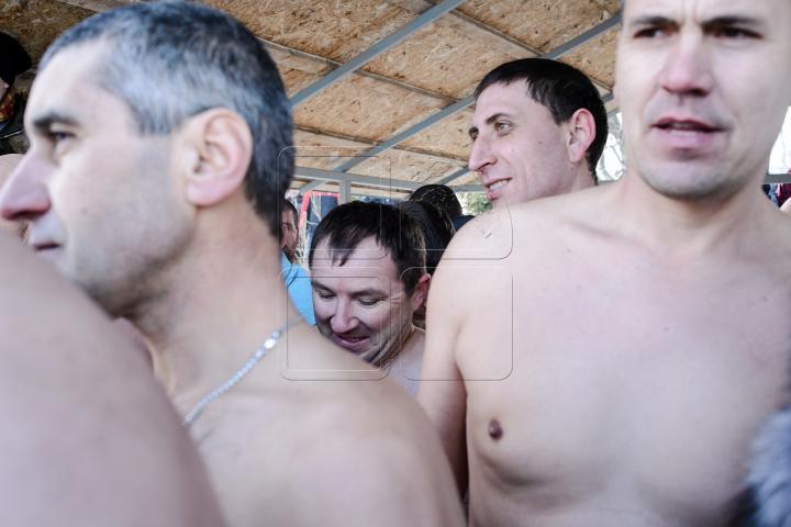 Boboteaza în satul Ratuş. Cum au sărbătorit localnicii (FOTO)