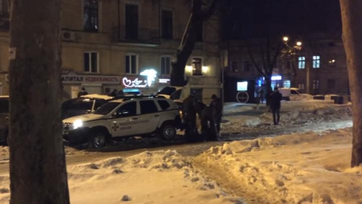 Doi moldoveni, ARESTAŢI pentru huliganism. Suspecţii, BĂTUŢI de colaboratorii Gărzii Naționale din Ucraina