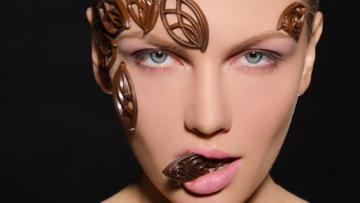 BINE DE ŞTIUT! Cinci moduri prin care ciocolata te poate ajuta să slăbești