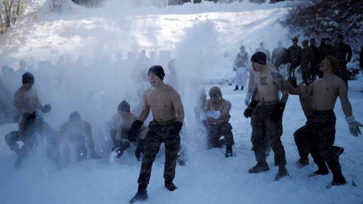 Militarii americani şi sud-coreeni se luptă corp la corp în zăpadă, pe un GER APRIG (VIDEO)