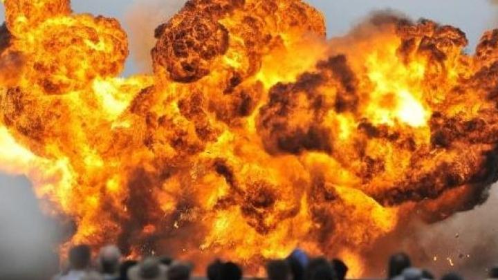 Explozie PUTERNICĂ într-un bloc de locuințe, urmat de un incendiu (VIDEO)