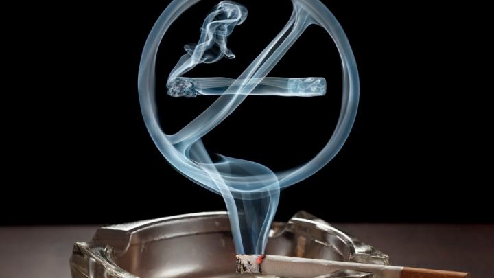Studiu: Renunţarea la fumat cu patru săptămâni înainte de o intervenţie chirurgicală reduce riscul de complicaţii medicale
