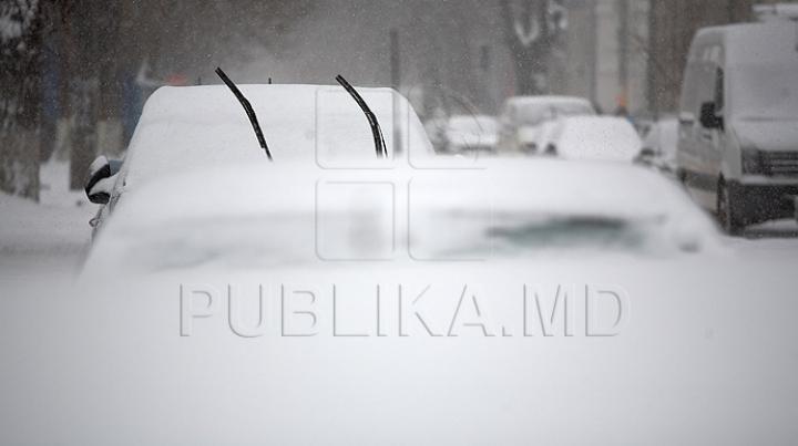 Iarna îşi arată colţii. Circulație anevoioasă pe drumurile din țară! Viscolul face şoselele IMPRACTICABILE