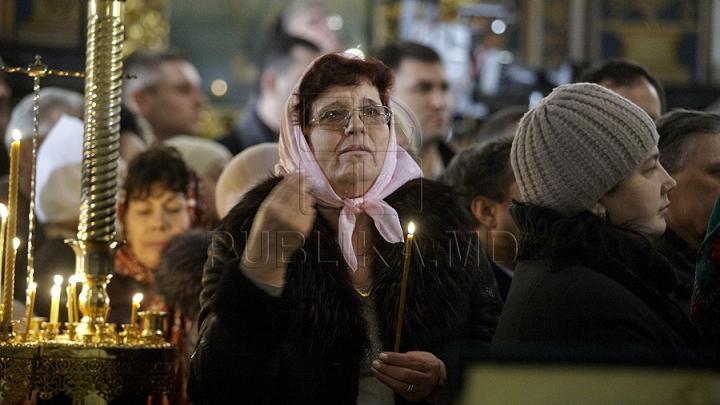 Creştinii ortodocşi de stil vechi îl cinstesc pe Sfântul Vasile cel Mare. Obiceiurile legate de această sărbătoare