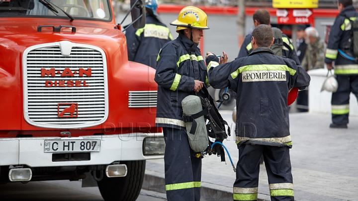 INCENDIU în oraşul Codru: În doar 10 minute salvatorii au reuşit să stingă focul