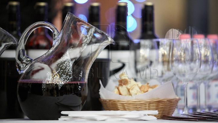 Cum transformi un vin ieftin într-un vin scump