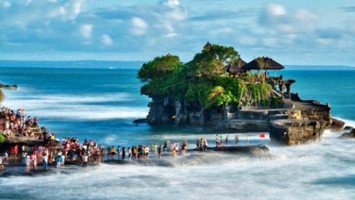 Sute de turişti au fost blocaţi pe insula indoneziană Bali