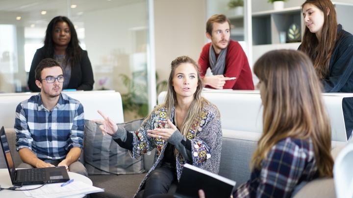 SPAIMA angajatorilor: Noile generaţii de angajaţi cer salarii mari şi fac greşeli de ortografie