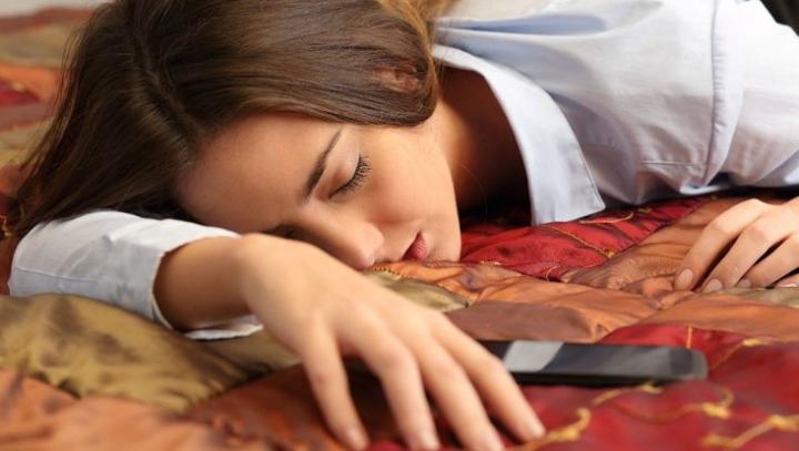 Ce spune despre tine faptul că apeși dimineața butonul de snooze
