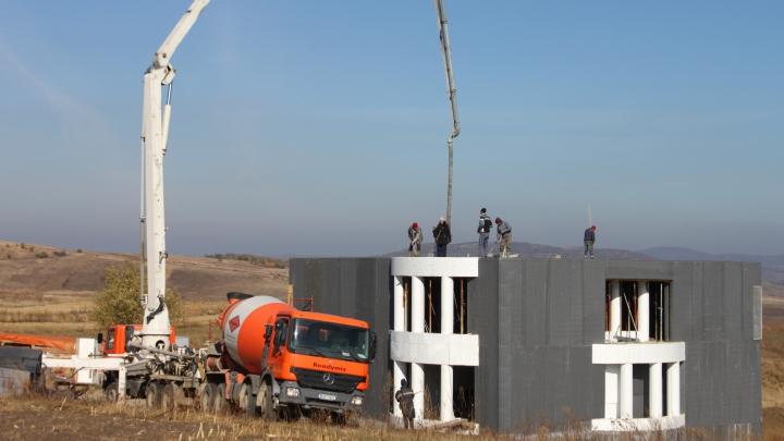 Un român a inventat locuinţa PERFECT izolată termic. Poate fi construită în doar ŞASE ZILE
