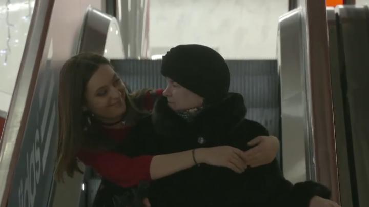 VIRAL! Cum reacţionează moldovenii atunci când sunt îmbrăţişaţi de străini (VIDEO)