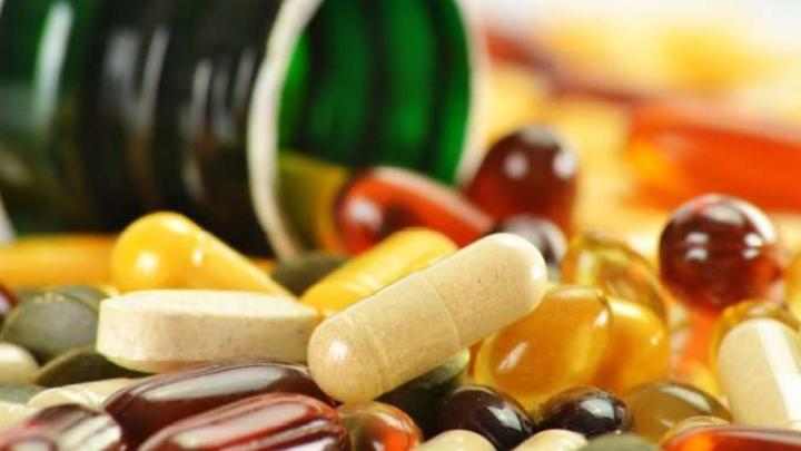 Bărbații fumători care au luat vitamine B6 și B12 se află ÎN PERICOL. La ce risc sunt supuși aceștia (STUDIU)