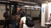Un tânăr a început să cânte într-o staţie de metrou. Toţi din jur au înlemnit (VIDEO)