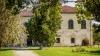 Palatul de piatră care ţine piept istoriei, licitat la peste un milion de euro