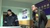 SPECTACOL la Inspectoratul de Poliție. Un bărbat din Capitală ţipa, plângea şi ameninţa (VIDEO)