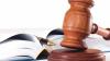 Trei persoane, printre care un angajat al Ministerului Justiţiei, cercetate penal într-un dosar de corupţie