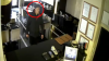 ÎL CAUTĂ POLIŢIA! Ce infracţiune a săvârşit acest bărbat în Capitală (VIDEO)