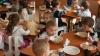 Părinții, NEMULŢUMIŢI de meniul care li se oferă copiilor în grădinițe. Ce spun responsabilii