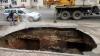 Craterul care a înghițit o maşină într-o parcare din Râmnicu Sărat, un sit arheologic de importanță națională