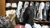 Business moldovenesc. Aduceau haine şi încălţăminte din Europa şi le vindeau pe piaţa din ţară, fără acte (VIDEO)