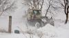 Zăpada i-a scos pe drumari la muncă. Peste 600 de tone de antiderapant, folosite doar în Chişinău
