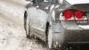 Un automobil parcat în curtea unui bloc de locuit, LOVIT DE ŞAPTE ORI în aceeași zi. Ce spun martorii (VIDEO)