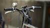 Îndrăgostiţi pe biciclete! Mai multe cupluri s-au aventurat într-o cursă pe străzile Capitalei