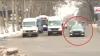 Un şofer iese pe contrasens în mijlocul intersecţiei în timpul unei emisii în direct la PUBLIKA TV (VIDEO)