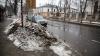 CA DUPĂ RĂZBOI! Străzile şi trotuarele din Capitală, pline de noroi şi băltoace (FOTOREPORT)