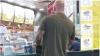 Fii atent ce pariu faci! Cum a fost nevoit un bărbat să iasă din casă după ce a pierdut un rămăşag (FOTO)