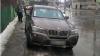Doi tineri din Capitală, prinşi în timp ce furau dintr-un BMW X3 (VIDEO)