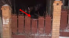 REŢINUT ÎN FLAGRANT! Fapta ruşinoasă făcută de un bărbat într-o locuinţă din comuna Dumbrava (VIDEO)