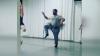 VIDEO VIRAL! Mai mulţi tătici învaţă să danseze balet împreună cu fiicele lor
