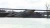California: Un tren marfar a deraiat de pe şine şi a ajuns într-un râu