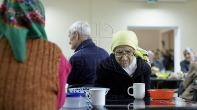 Dar din dar se face rai. 40 de bătrâni din Corpaci, asigurați cu prânzuri calde de către partenerul privat al Loteriei Naționale