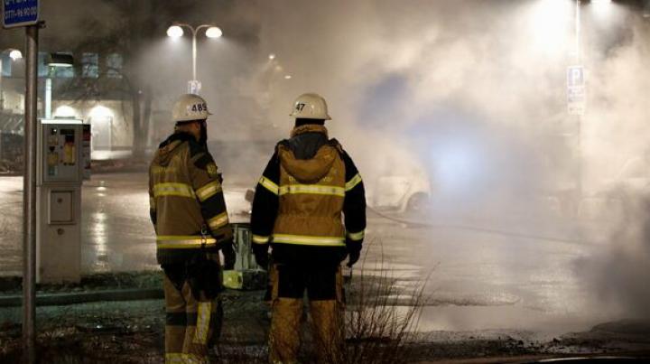Suedia: Ciocniri violente între poliție și zeci de tineri în nordul orașului Stockholm