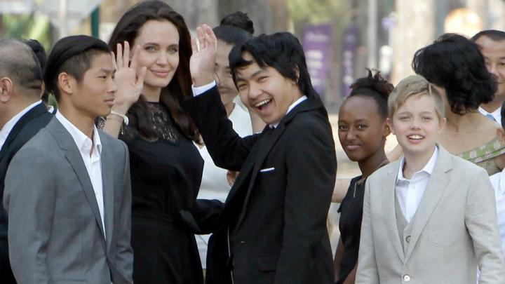 """Angelia Jolie a vorbit despre divorţul de Brad Pitt: """"Vom fi mereu o familie"""""""