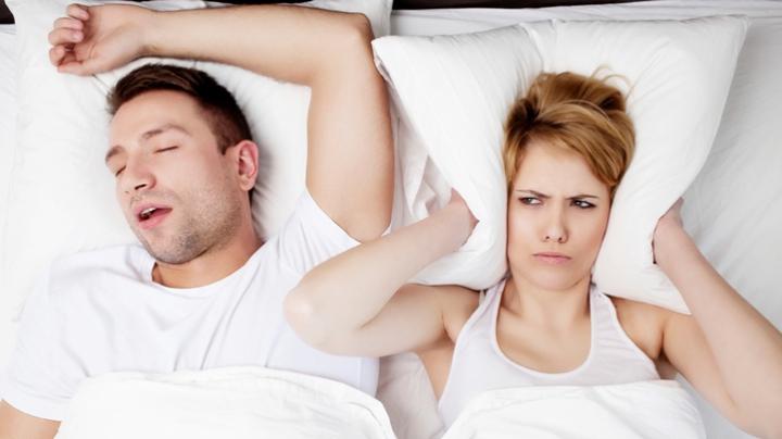 Apneea în somn poate fi combatută. De ce este important să o tratezi