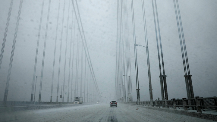 Ninsorile fac ravagii în SUA și Japonia. Mii de zboruri anulate, şcoli închise şi pericol de avalanşe