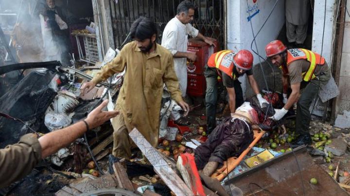 ATENTAT SÂNGEROS în Pakistan. Cel puţin 4 persoane şi-au pierdut viaţa (FOTO)